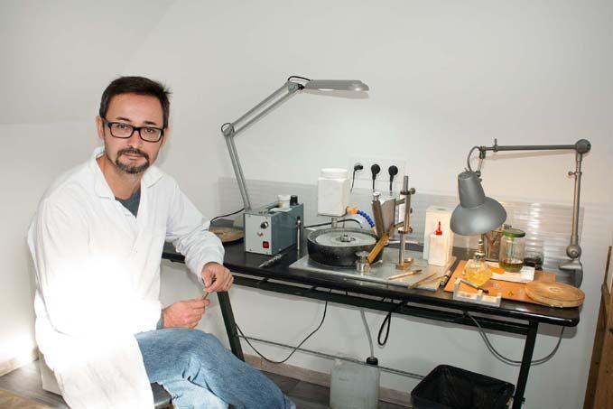 L'atelier lapidaire de Damien Santurenne © Laurence Mary
